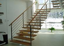 Edelstahl Treppe und Geländer über mehrere Ebenen